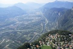 Volando sopra Fai della Paganella e vista val d'Adige