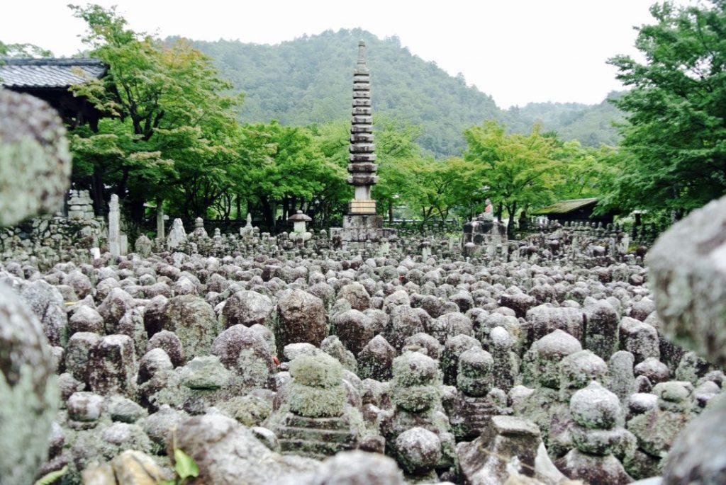 Arashiyama entdecken - Adashino Nembutsu Tempel