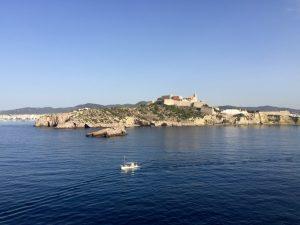 Anfahrt der Costa Victoria auf Ibiza - ein Kreuzfahrtschiff nach Ibiza und Formentera