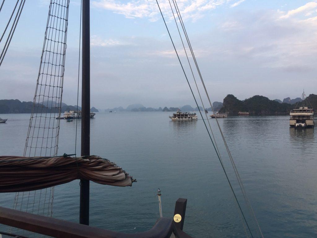 Halong Bay Kreuzfahrt - typische Stimmung