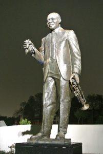 Statue von Louis Armstrong in Bronze