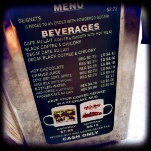 Die Preisliste des Café du Monde in New Orleans