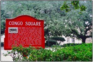 Rotes Schild mit Beschreibung zum Congo Square
