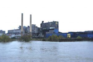 Domino Zuckerfabrik am Ufer des Mississippi