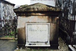 Grabstein im Friedhof St. Louis