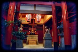 Kyoto abends entdecken - einer der vielen Schreine