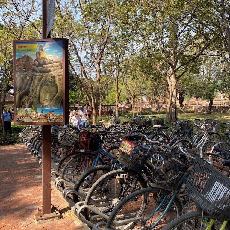 Ayutthaya in einem Tag, Beste Sehenswürdigkeiten, Besuch Wat Mahathat, im Tempel