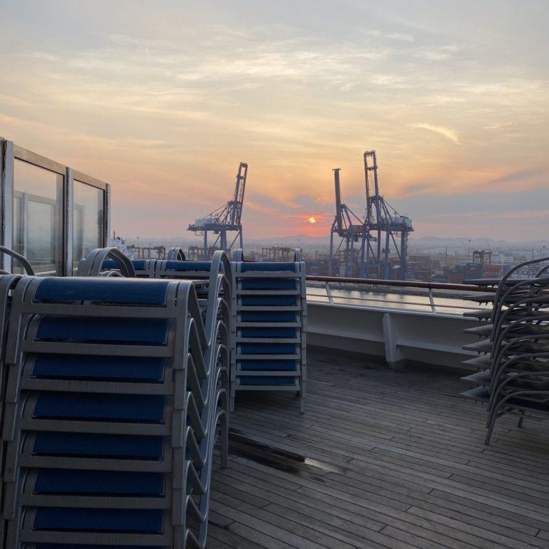 Sonnenaufgang im Hafen von Laem Chabang, Kreuzfahrt in Südostasien und Thailand