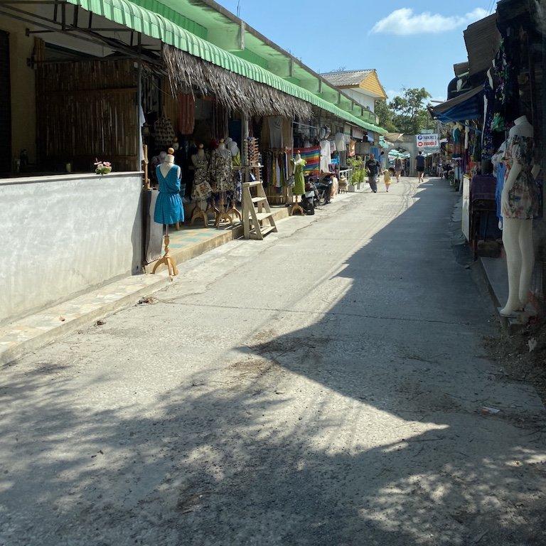Koh Samui entdecken - typische Strasse