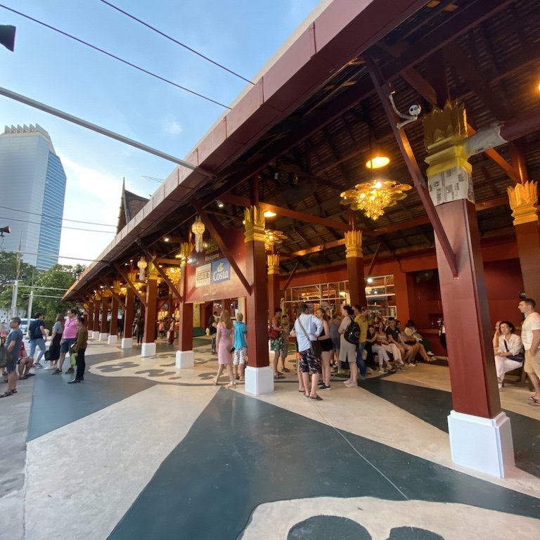 Highlights von Bangkok erleben, Niam Siramit Künstlerdorf, Eingang