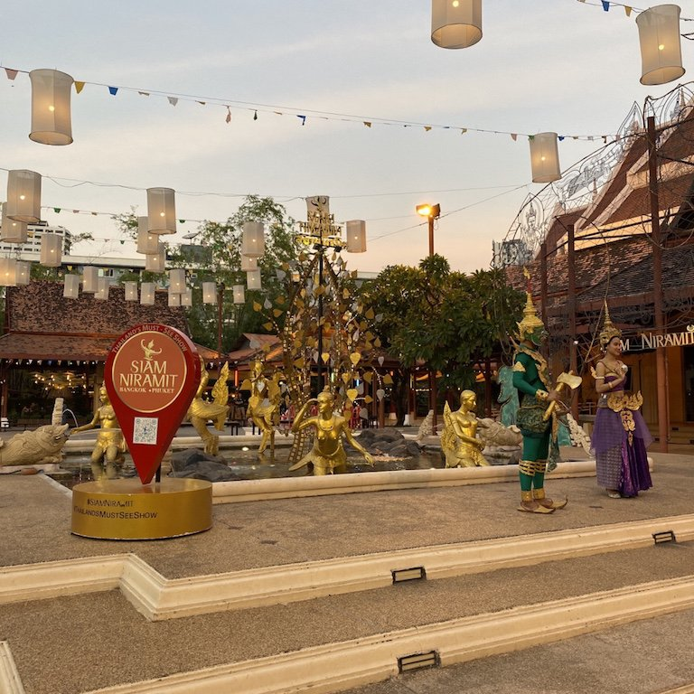Highlights von Bangkok erleben, Niam Siramit Künstlerdorf