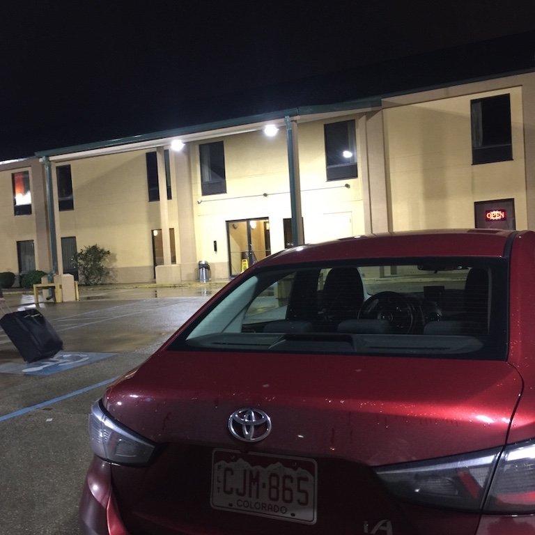 Breaux Bridge, unser roter Toyota auf dem Parkplatz des Best Inn Motel, Louisiana