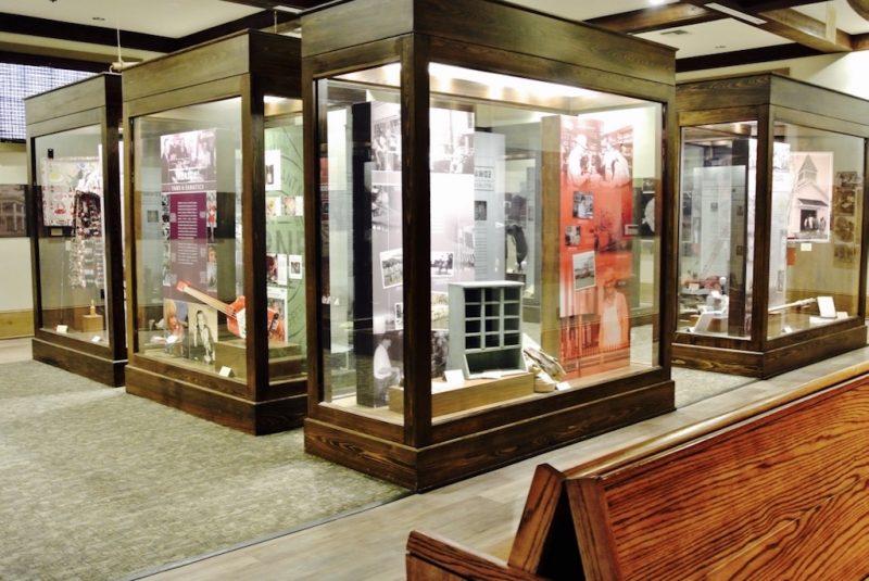 Schaukästen im Museum des Stop 1 auf Avery Island