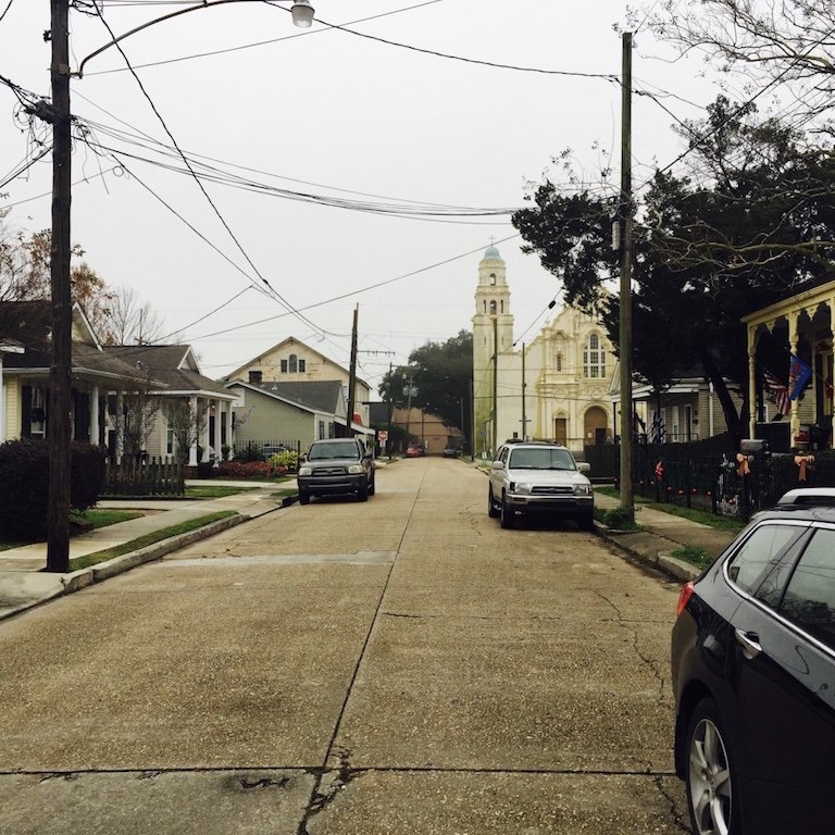 Roadtrip durch Louisiana, typische Strasse in der Stadt Gretna