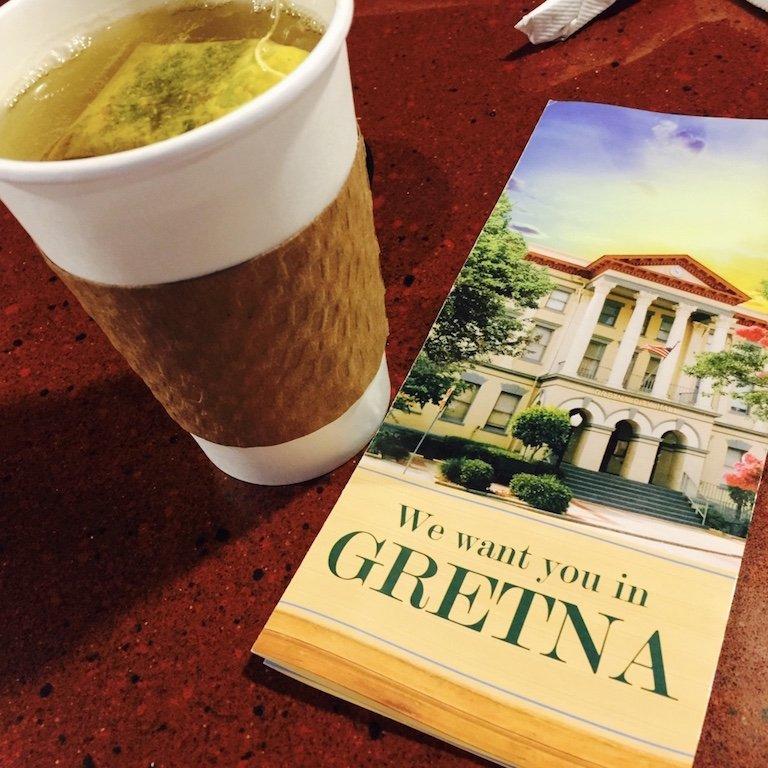Broschüre von Gretna Town, New Orleans und ein Tee
