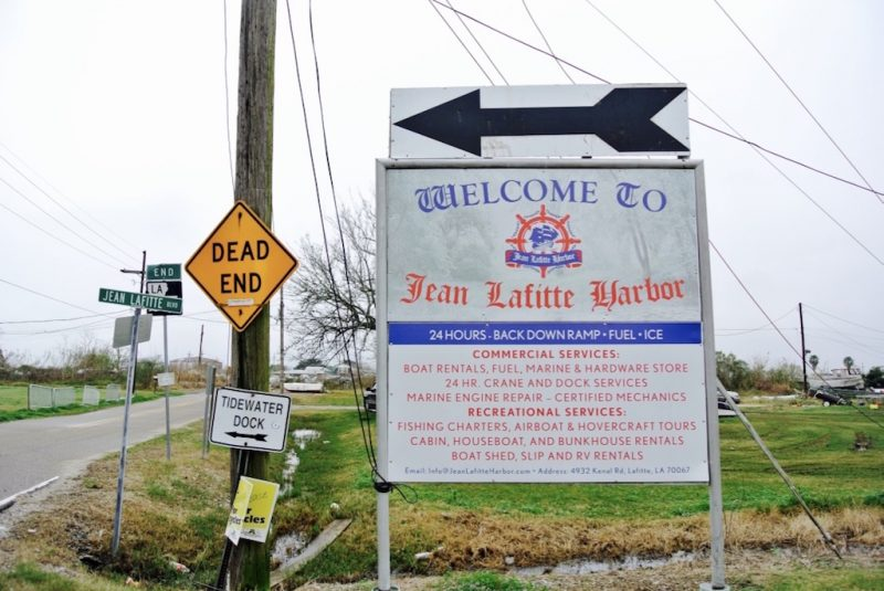 Schild am Eingang zu Jean Lafitte Harbor