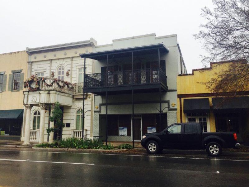 In Louisiana, Hausfassaden in der Hauptstrasse in New Iberia zu sehen