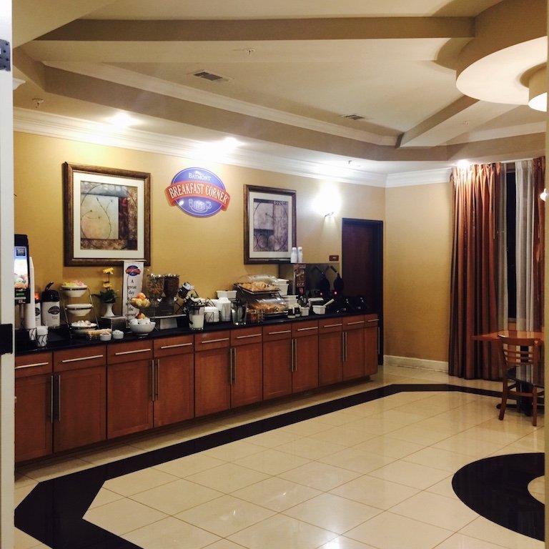 Frühstücksbuffet des Baymont Inn in New Orleans