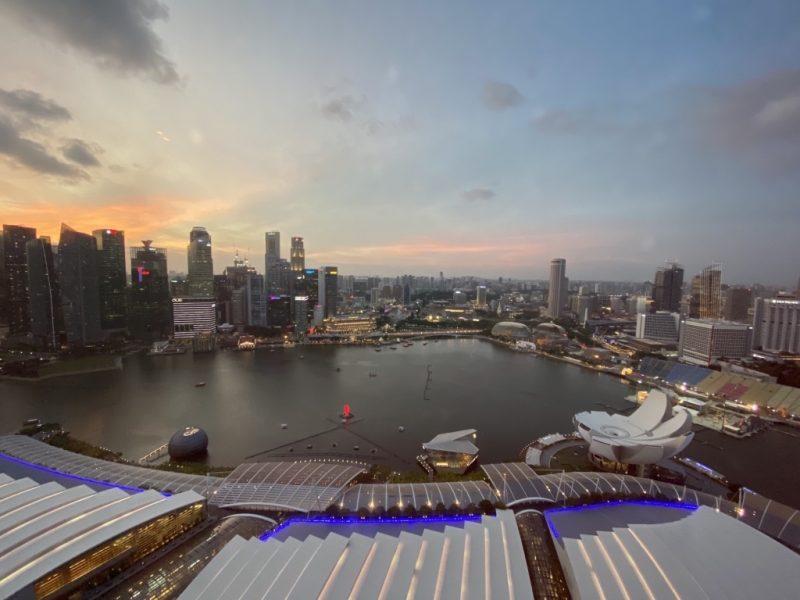 Skyline von Singapur. Blick vom Marina Bay Sands Luxus Hotel