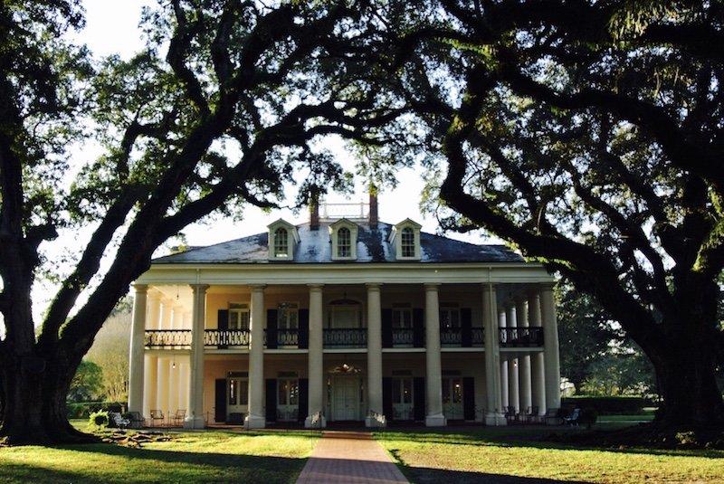 Blick auf Fassade der Villa von Oak Alley Plantage
