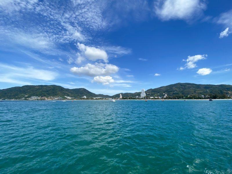 Phuket auf eigene Faust - eine Kreuzfahrt in Südostasien. Sicht von Costa Fortuna auf Patong Beach.