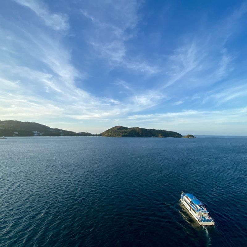 Phuket auf eigene Faust - eine Kreuzfahrt in Südostasien. Blick von der Costa Fortuna..