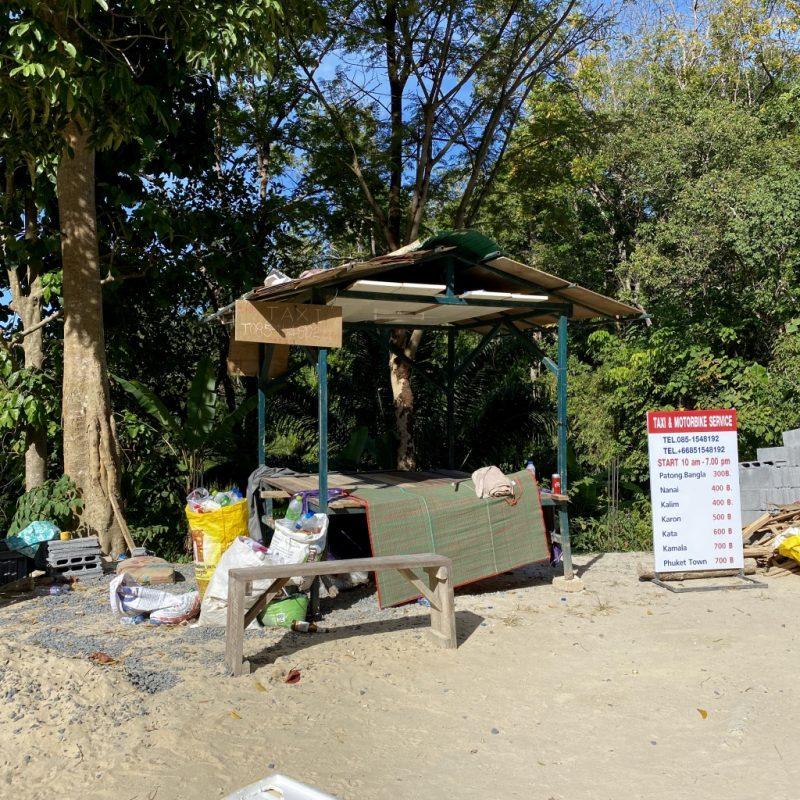 Phuket auf eigene Faust erkunden - eine Kreuzfahrt in Südostasien. Taxistand der Freedom Beach.