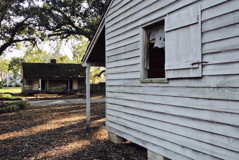 Ausflug und eine Nacht auf Oak Alley Plantation in LouisianaSklavenhütte -