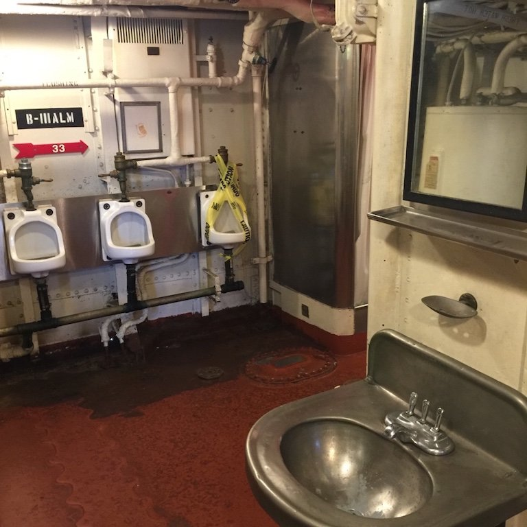 Wc auf dem Schiff USS Kidd in Baton Rouge, Louisiana
