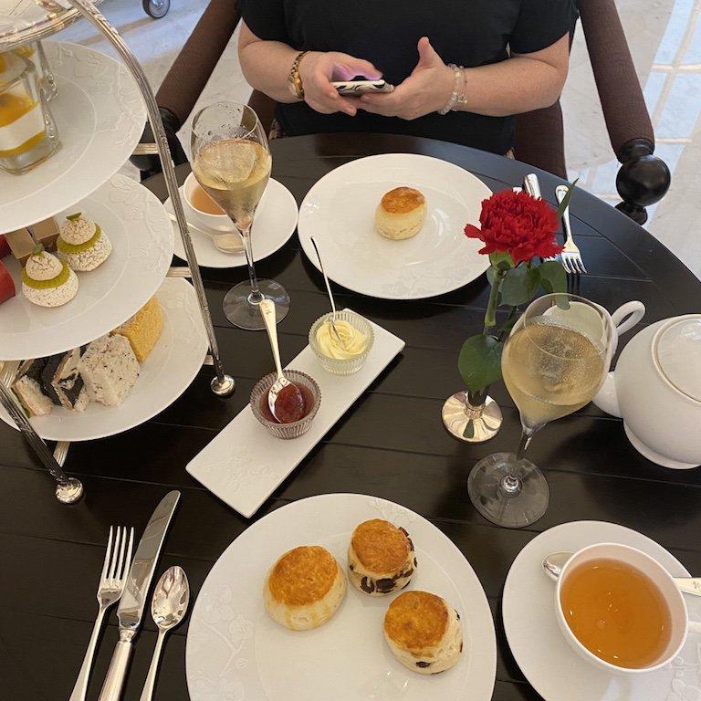 Raffles Afternoon Tee - gedeckter Tisch