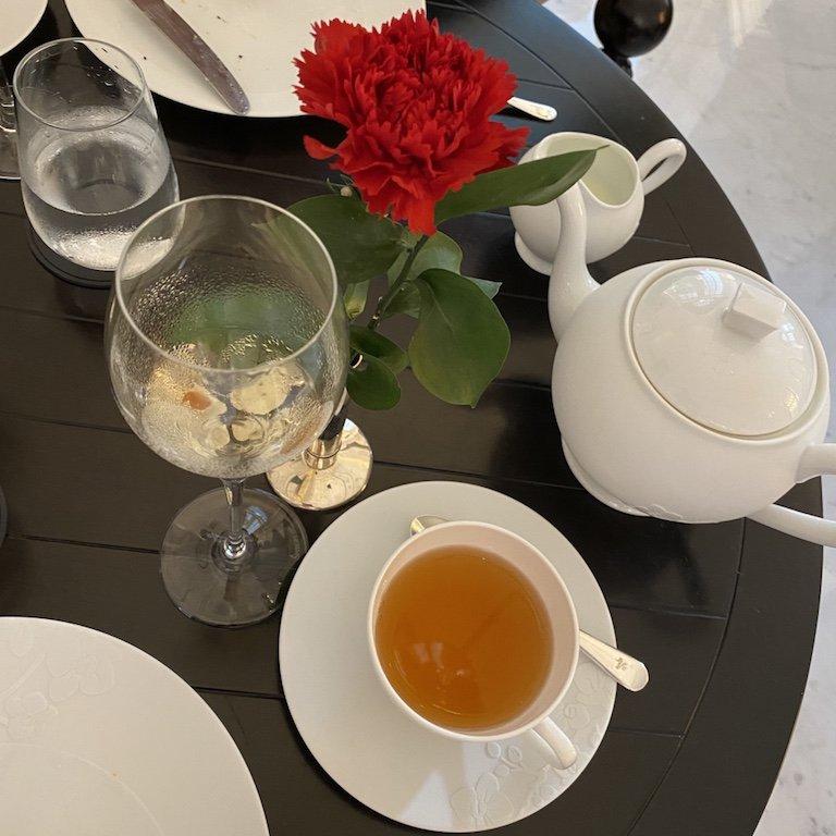 Raffles Afternoon Tee - bei Tisch, Tee und Champagner