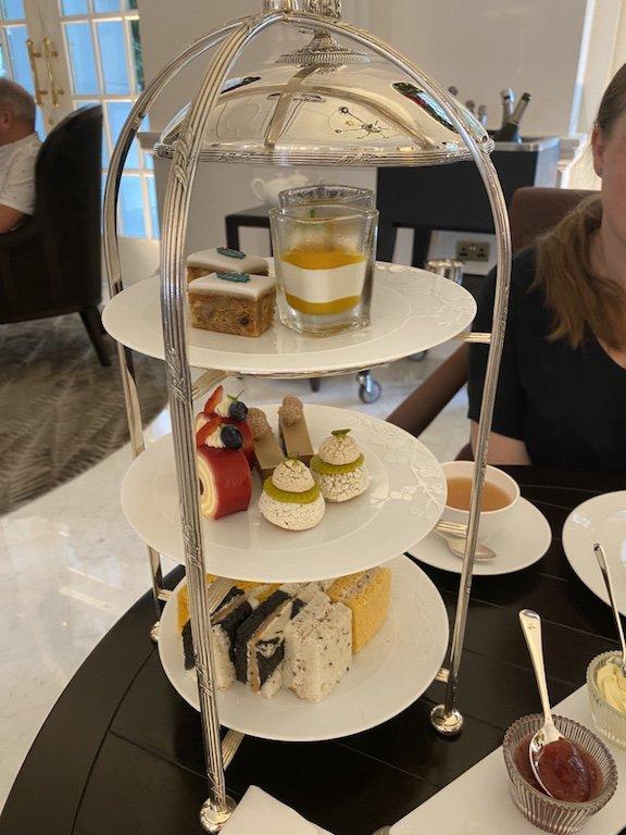 Raffles Hotel Afternoon Tea mit Etagere