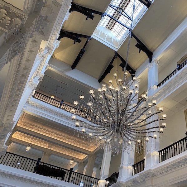 Raffles Hotel Afternoon Tea - Main Hall und Lobby