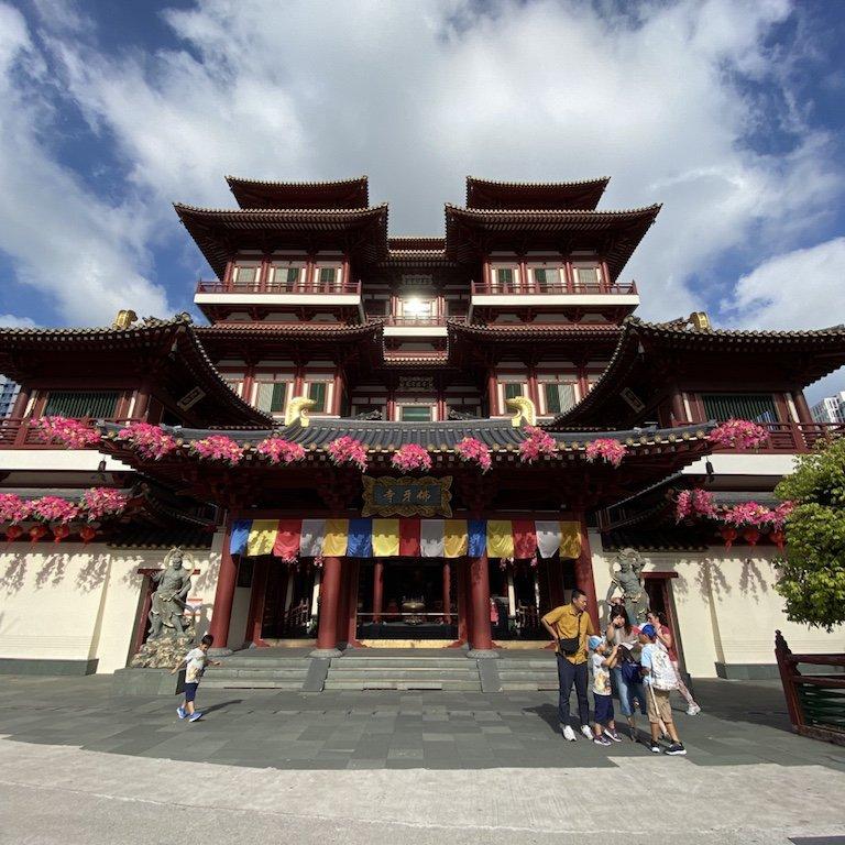 Aussenansicht Fassade des Buddha Relic Temple in Chinatown in Singapur