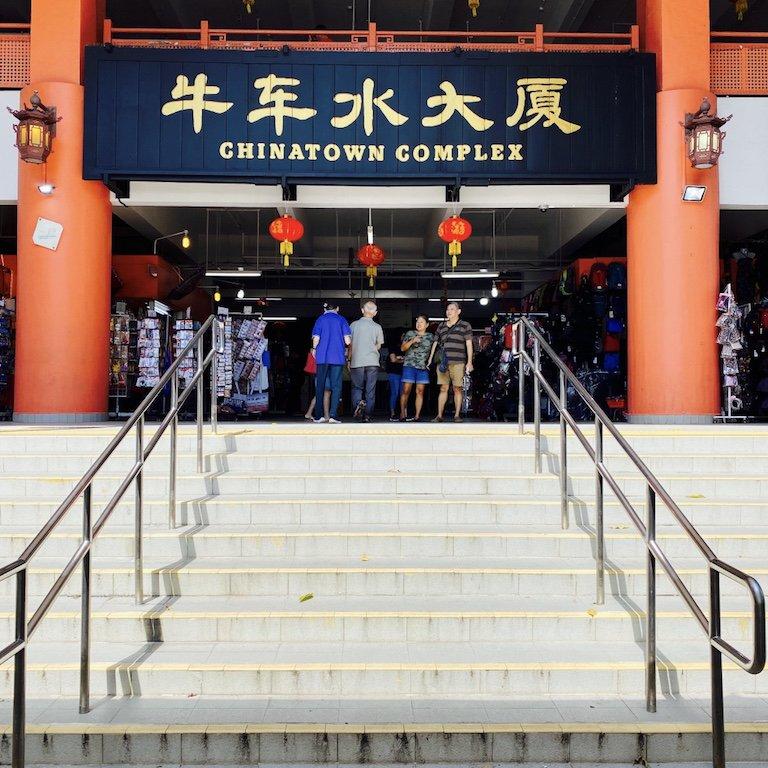 Treppen vor dem Eingang zum Chinatown Food Complex