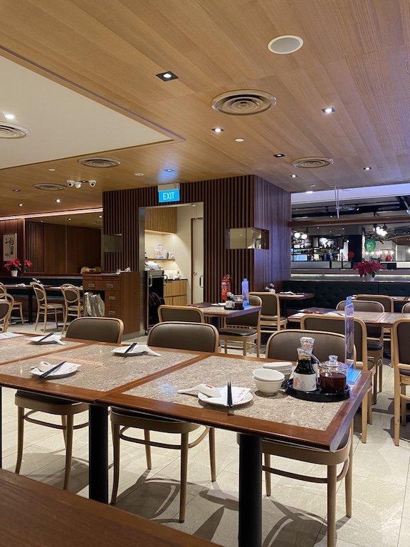 Din Thai Fung Restaurant im Inneren mit Tischen