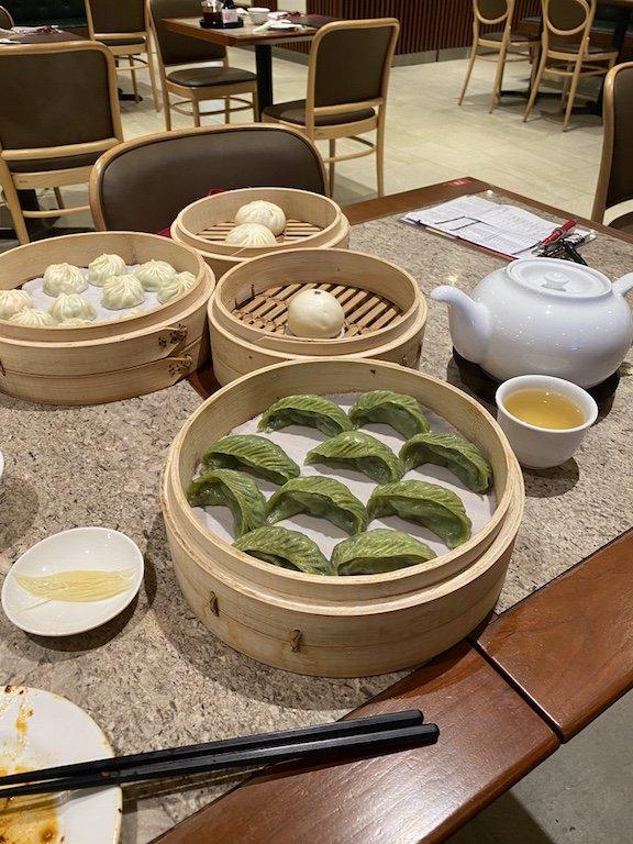 Din Thai Fung Restaurant Dim Sums im Korb auf dem Tisch