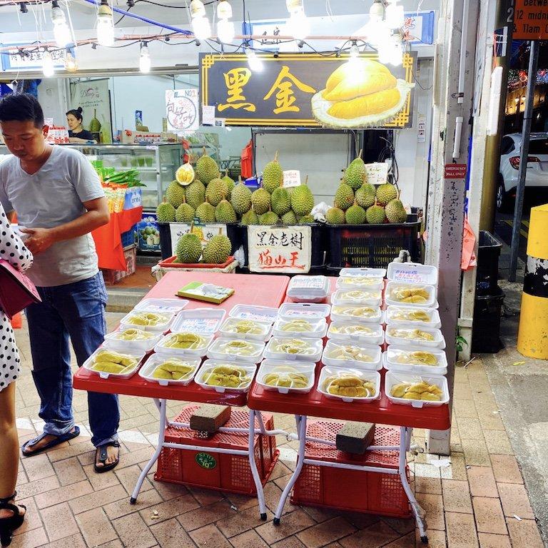 Verkaufsstand für frische Durian in Chinatown