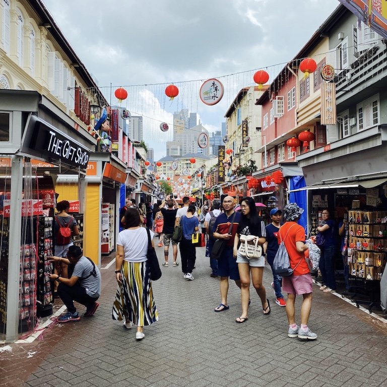 Belebte Strasse für Shopping in Chinatown