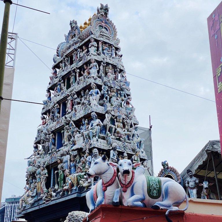 Blick auf Turm von Sri Mariamman Temple