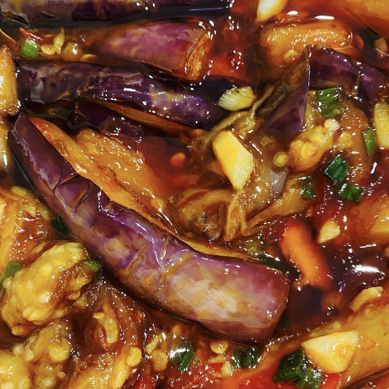 Essen im chinesischen Restaurant in der Smith Street - Auberginen