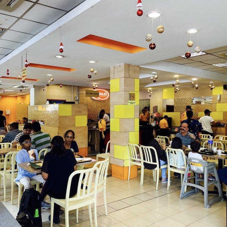 Tische im Komala's, your vegetarian Restaurant