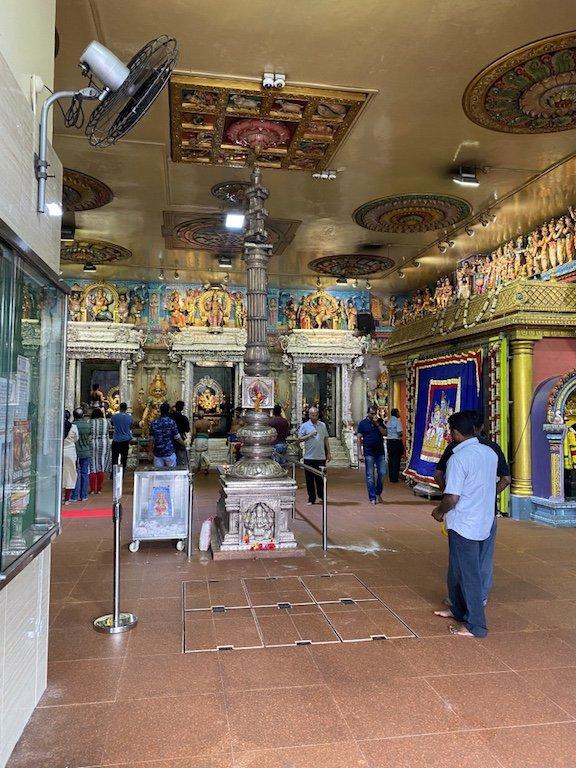Im Inneren des Veerama Kaliamman Tempel