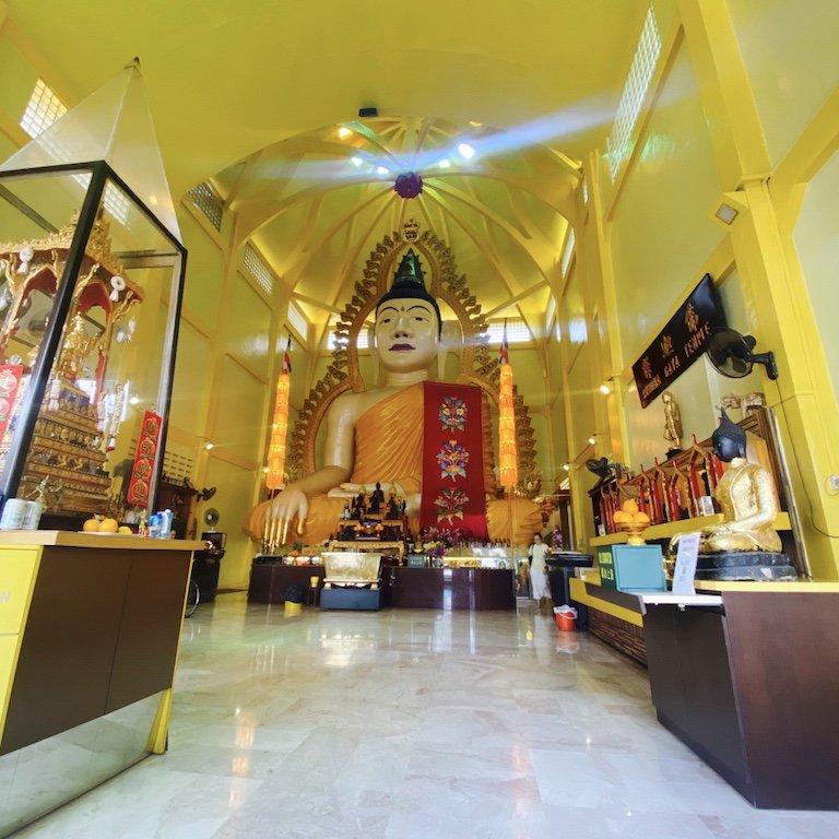 Buddha im Temple of 1000 Lights - Sakya Muni Buddha Gaya Temple
