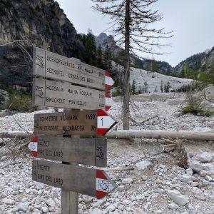 Pragser Wildsee - Schilder mit Wegbezeichnungen