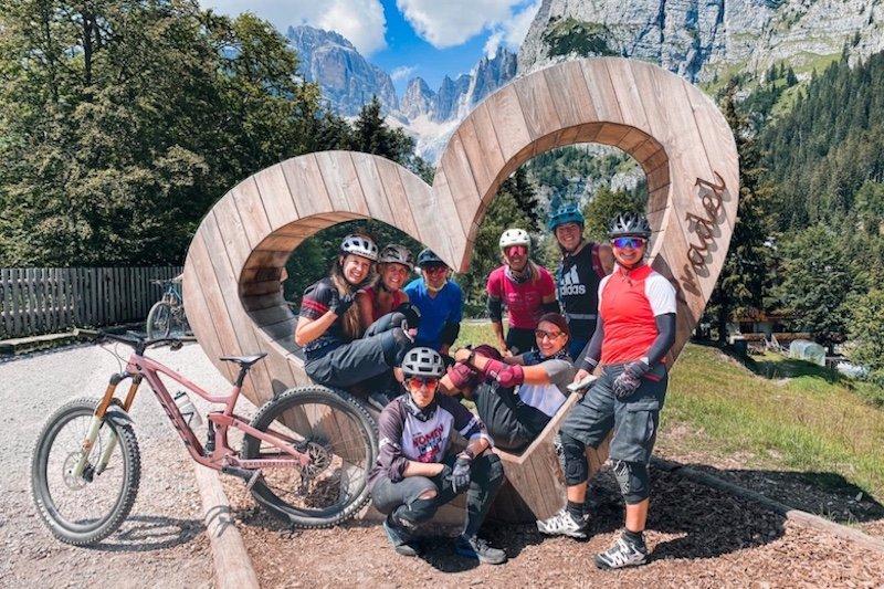 Rote Women Bike Camp 2020 Gruppe von Carina