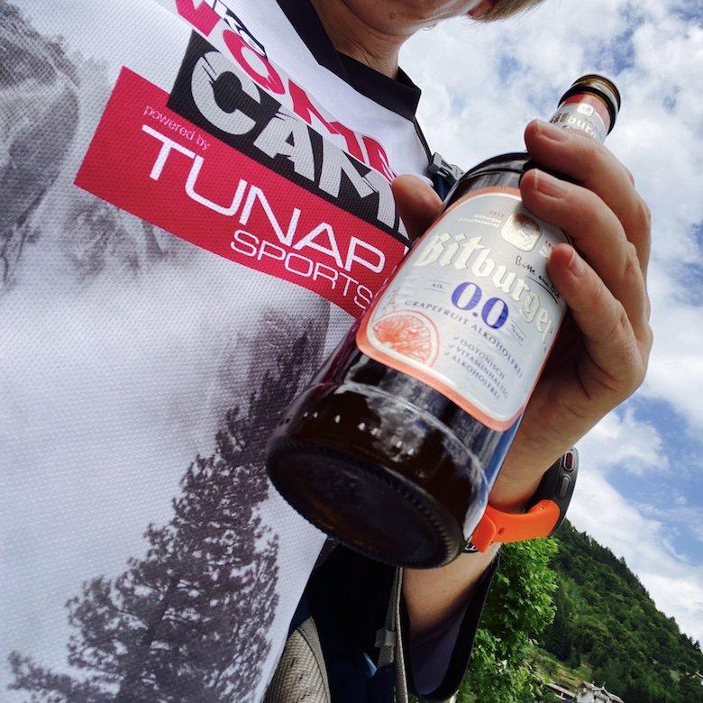 Bike Camp Shirt und eine Flasche Bier von Bitburger