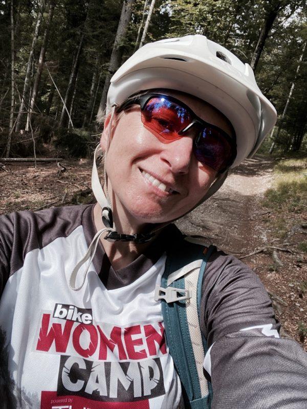 Selfie von Isa mit Bike Women Camp Shirt