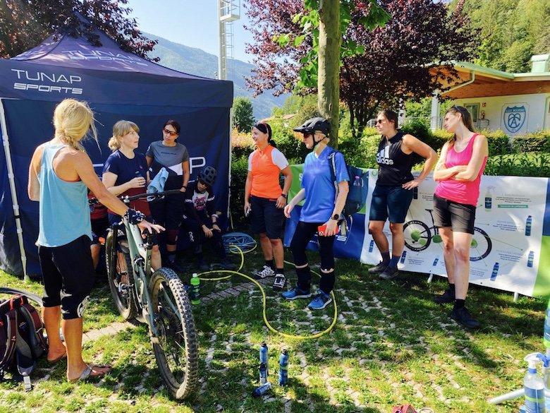 Teilnehmerinnen am Workshop von Tunap - Bikewaesche