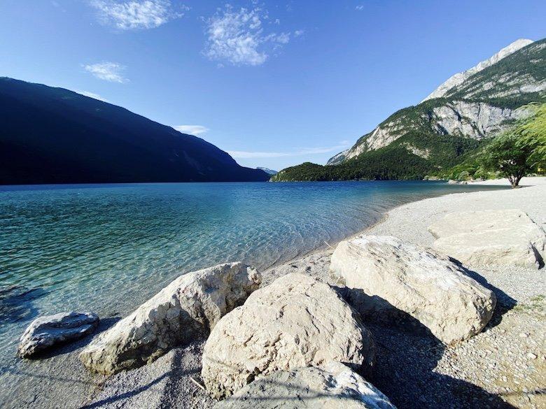 Molveno See mit Bergen